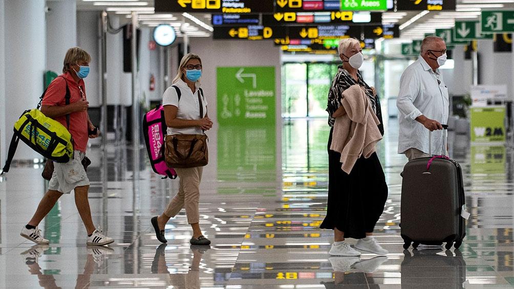 """El """"comportamiento de riesgo"""" de los turistas en España ayudaron a la propagación de la nueva variante."""