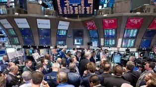 Baja Wall Street por temor al coronavirus y por informe sobre lavado de dinero