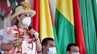 La presidenta de facto festejó la inhabilitación electoral de Evo Morales