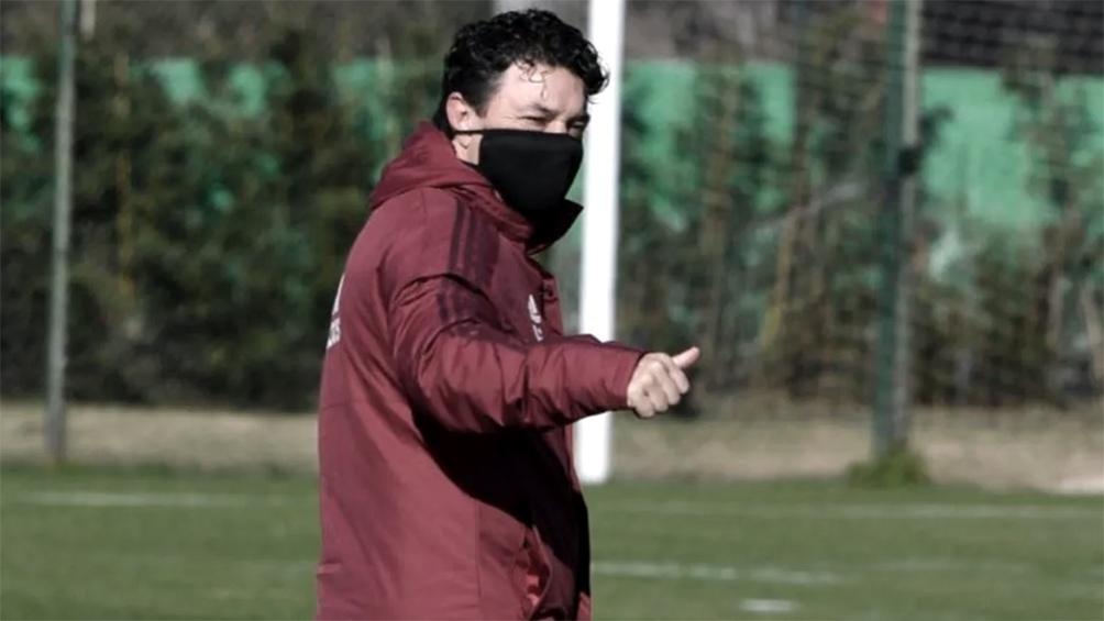Marcelo Gallardo espera por los seleccionados para rearmar la defensa