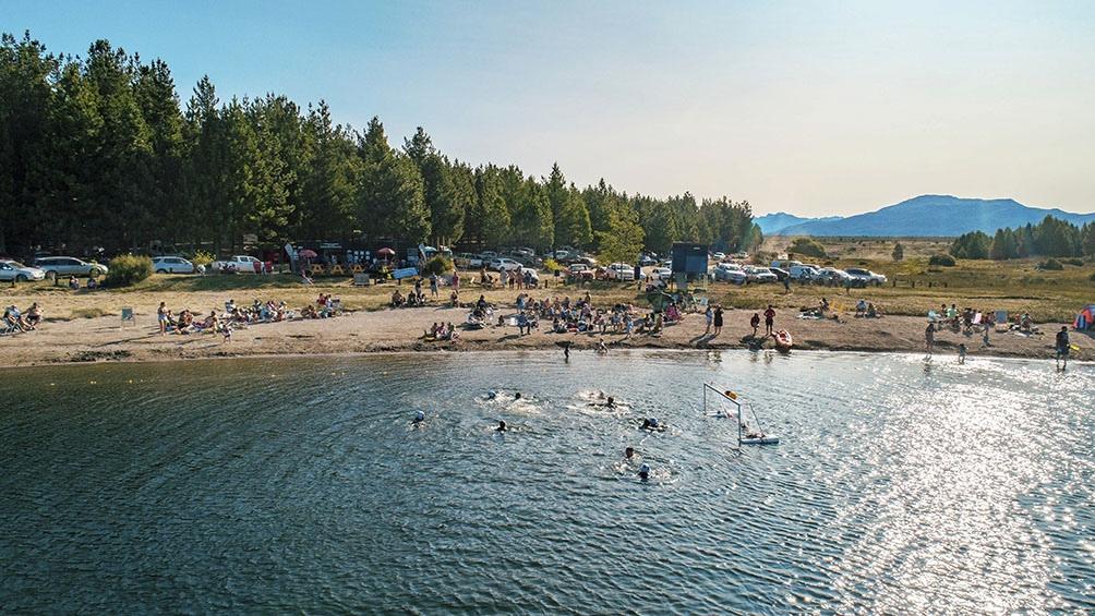 Los turistas que visiten La Zeta podrán acampar y pasar el día, ya que cuenta con servicios sanitarios y de gastronomía.