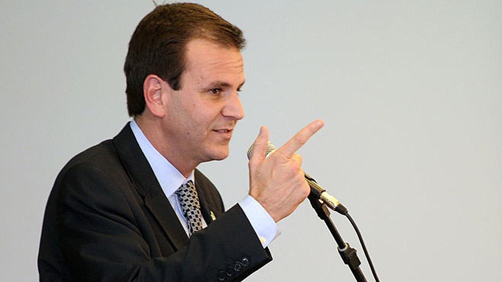 El alcalde de Rio de Janeiro, Eduardo Paes, suspendió el sábado por diez días la vacunación de la segunda dosis de CoronaVac