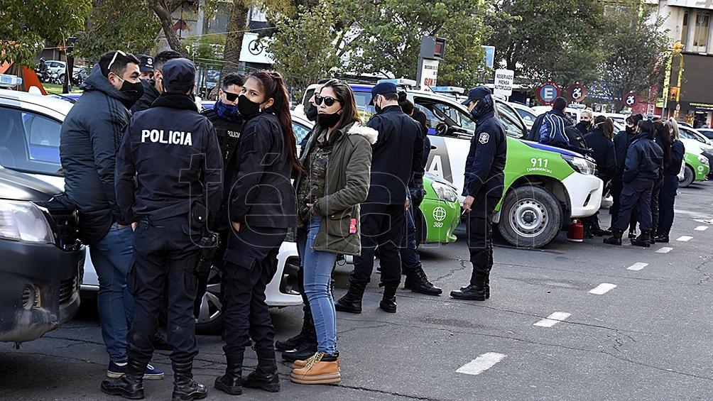 Policías protestan en Bahía Blanca.
