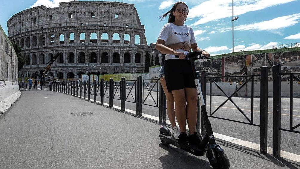 Italia sumó hoy 1.912 infectados y mantiene su alto promedio diario de 2.000