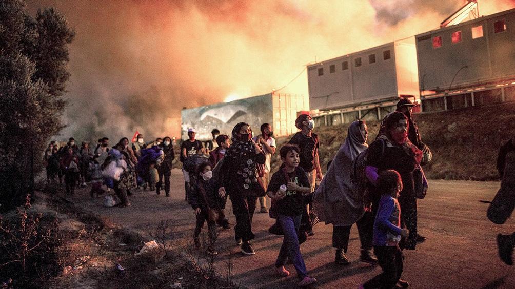 Los incendios destruyeron el campo superpoblado