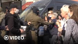 Más de 400 detenidos en las protestas en contra de Lukashenko