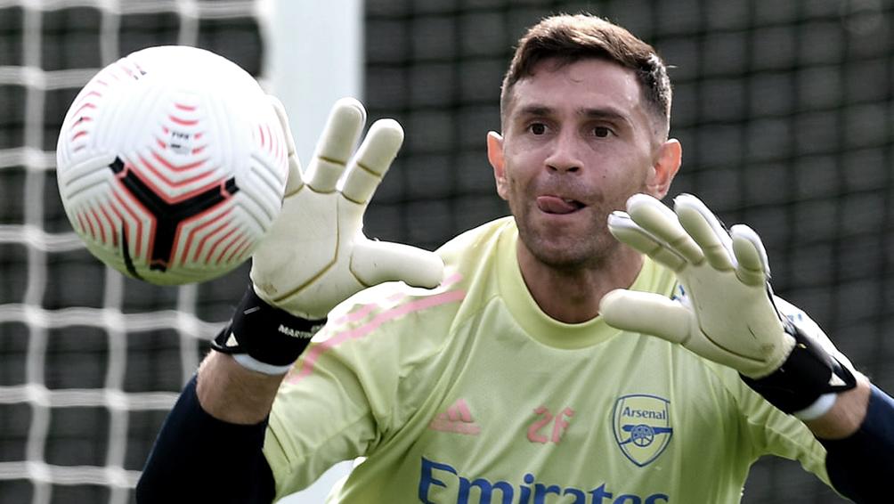 El arquero Emiliano Martínez ya es jugador del Aston Villa inglés