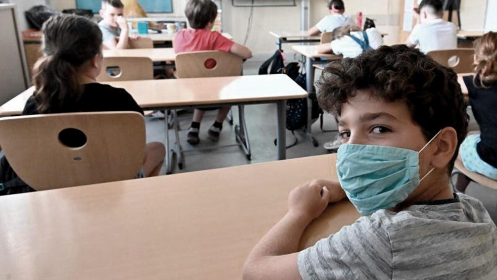 La vuelta a las escuelas se convirtió en un dolor de cabeza para las autoridades de todo el mundo