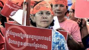 Camboya impulsa una ley que criminaliza a las mujeres por su ropa