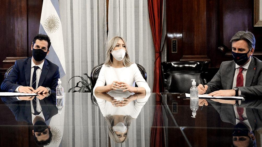 La firma del acuerdo se llevó a cabo en la sede del Banco Nación