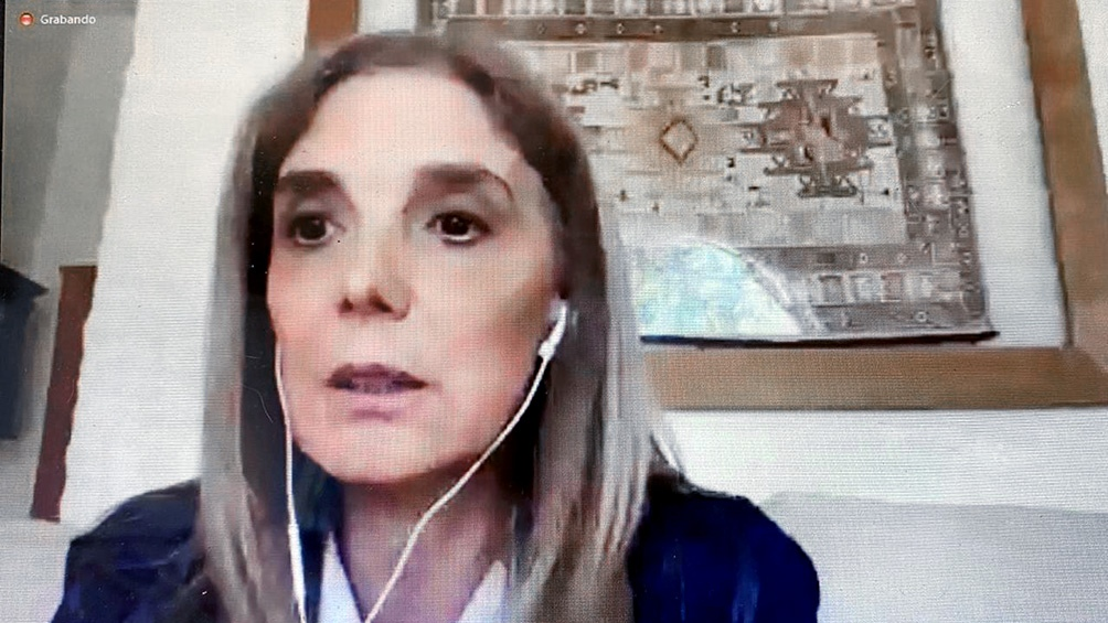 Llorente abordó la situación laboral de las mujeres en los medios.
