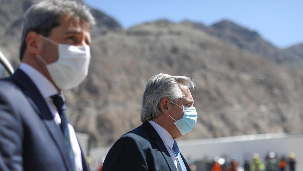 El Presidente y el gobernador recorrió obras públicas y una fábrica textil.