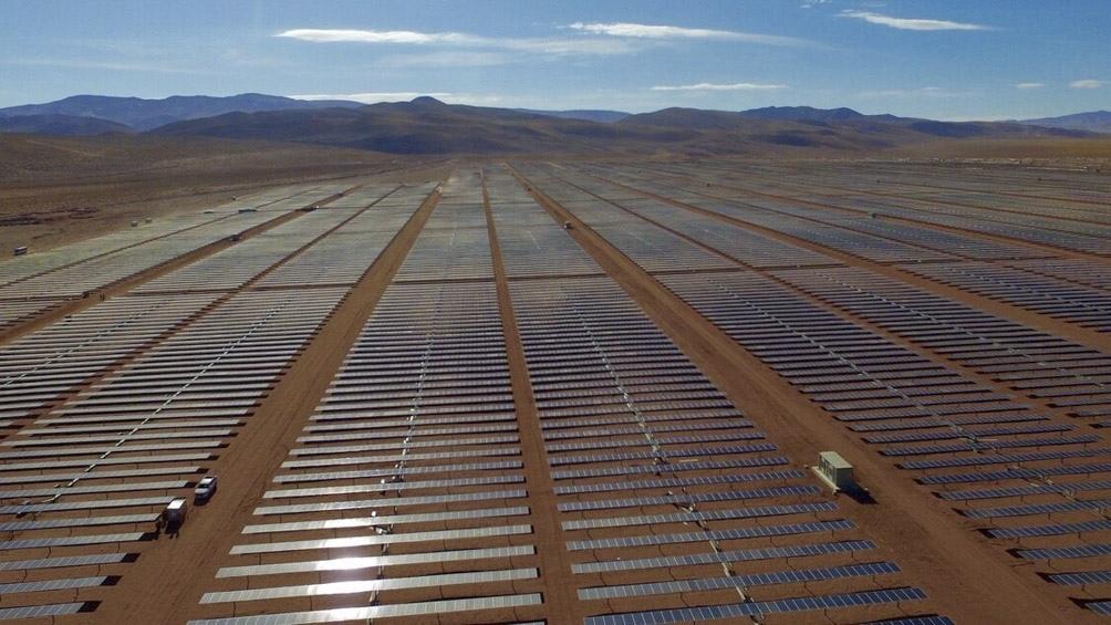 El parque Cauchari cuenta con um millón de paneles solares.