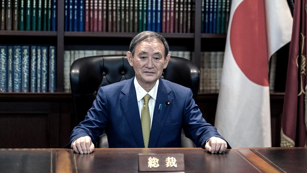 Suga fue artífice del periodo récord de Abe en el poder