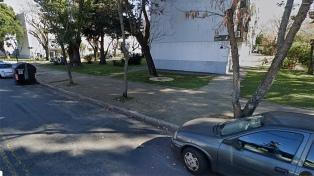 Arrojan desde un auto el cadáver de un joven con un tiro en el rostro en Villa Pueyrredón