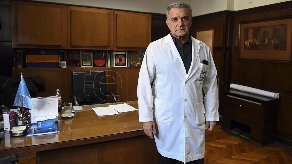 El director del Clínicas dice que el 8% del personal del hospital contrajo el coronavirus.