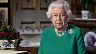 """Isabel II promete tomar """"muy en serio"""" las acusaciones de racismo de Enrique y Meghan"""