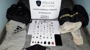 Detienen a un empleado de seguridad del shopping Caballito por el robo a una joyería