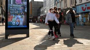 Inglaterra: entró en vigencia el sistema de tres niveles de restricciones