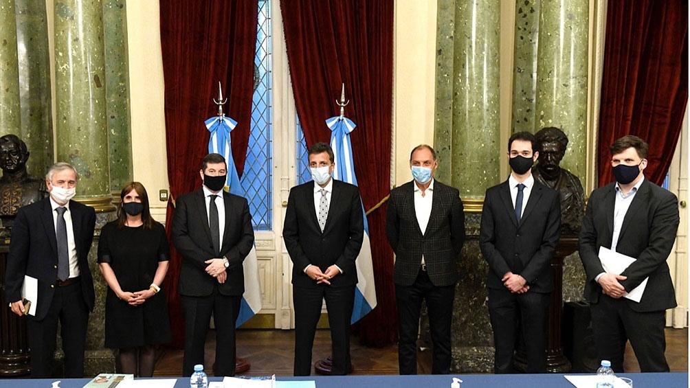 塞尔吉奥·马萨(Sergio Massa)在下议院荣誉殿堂接待了西蒙·维森塔尔中心(Simon Wiesenthal Center)的代表团。