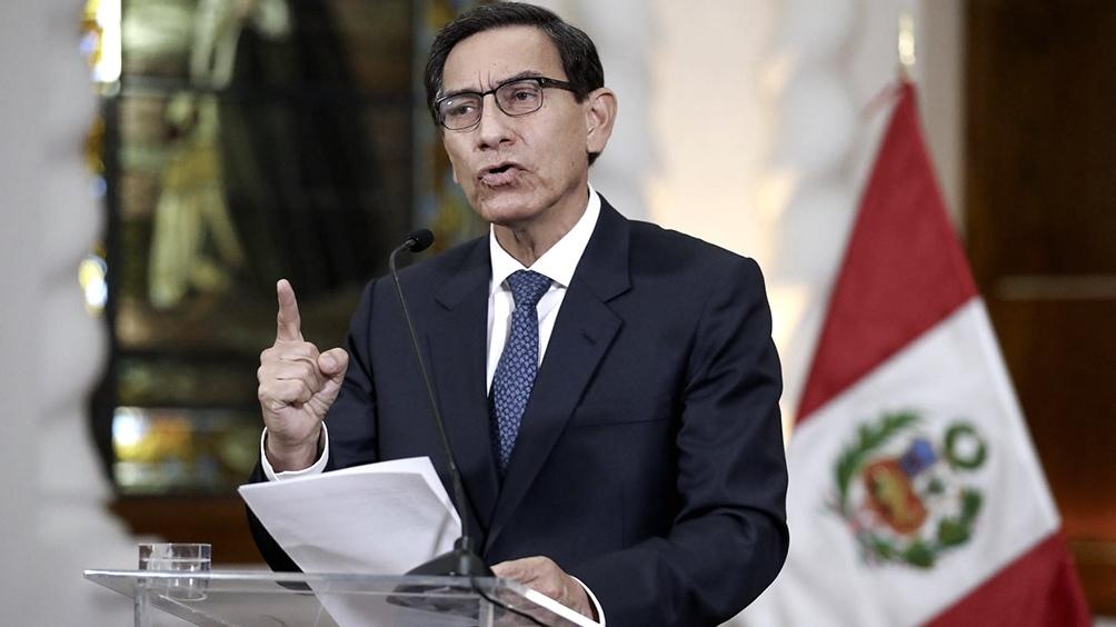 Vizcarra pide adelantar juicio político por corrupción para evitar más inestabilidad
