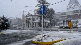 Nieva en Ushuaia a tres días del inicio de la primavera