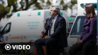 """Fernández anunció mejoras para las fuerzas de seguridad y pidió """"responsabilidad"""" ante la pandemia"""
