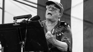 """La """"primera tarea"""" política de Silvio Rodríguez y un homenaje virtual desde Chicago"""