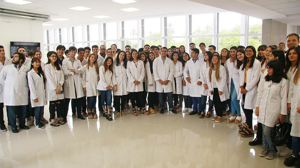 Los estudiantes y profesores se suman a la red de médicos/as, psicólogos/as, trabajadores/as sociales; educadores/as