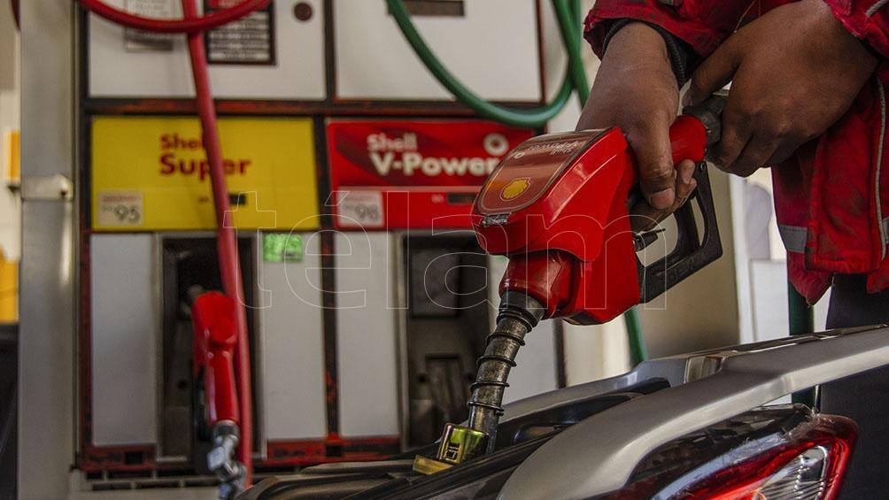 """Anoche, YPF señaló que la suba en los precios de los combustibles se decidió """"con el objetivo de sostener la actividad de producción de la compañía""""."""
