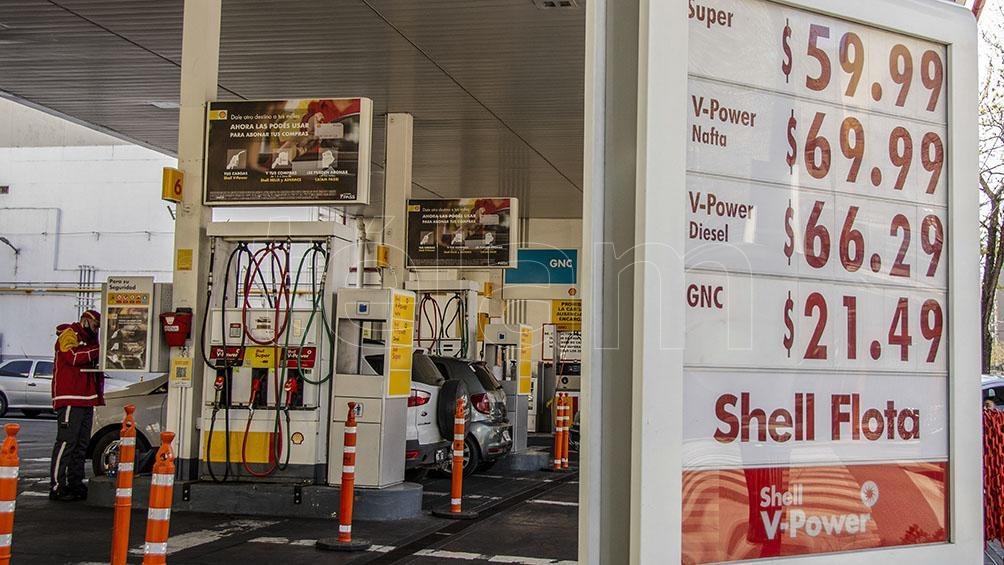 """""""En Raízen, aumentamos los precios de nuestros combustibles Shell, en línea con lo que hizo YPF a nivel país"""", afirmaron."""
