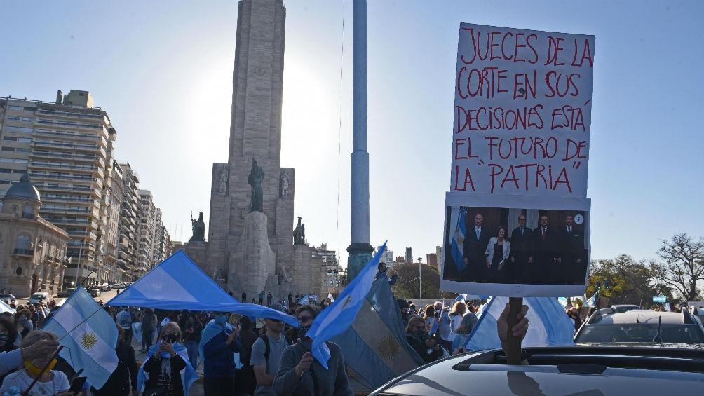 En Rosario los manifestantes se acercaron al Monumento a la Bandera.