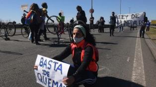 Vuelven a cortar el puente Rosario-Victoria por nuevos incendios en las islas del delta del Paraná