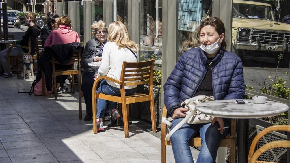 Entre las 6 y las 19, los locales gastronómicos solo podrán atender en espacios habilitados al aire libre.
