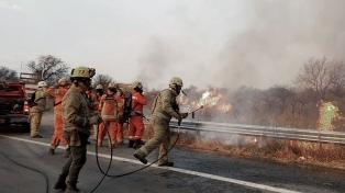 Seis dotaciones de bomberos controlaron el fuego cerca del centro espacial