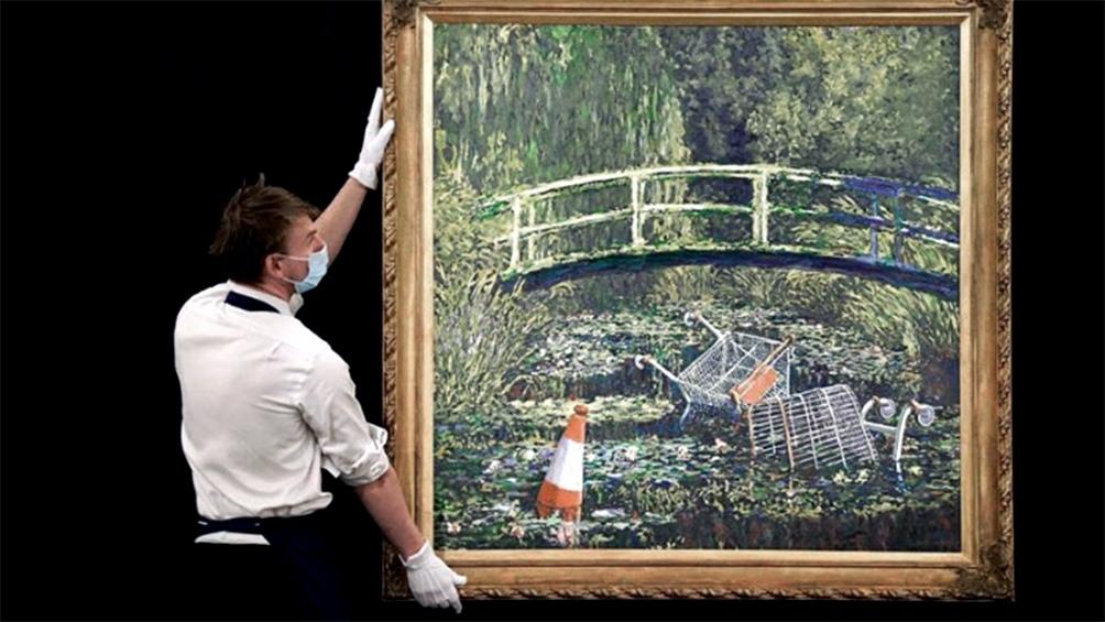 """Banksy envió a subasta su versión de una de las obras maestras del impresionistas Claude Monet: """"Show me the Monet"""" (""""Muéstrame el Monet"""")."""