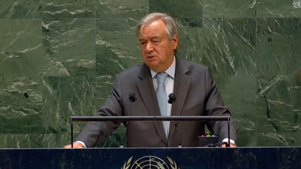 En la cumbre paralela, Guterres pidió alivio para la deuda de los países en desarrolllo.