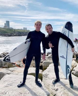 Martín Passeri y Franco Radziunas, felices al salir del agua