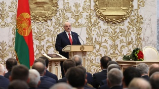 Desafiante, el presidente de Bielorrusia denuncia un intento de golpe de Estado