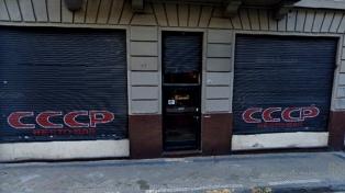 Tres delincuentes asaltaron a mano armada un restaurante en el barrio de San Telmo