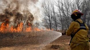 Los incendios avanzan sobre barrio de Villa Carlos Paz y piden alerta amarilla