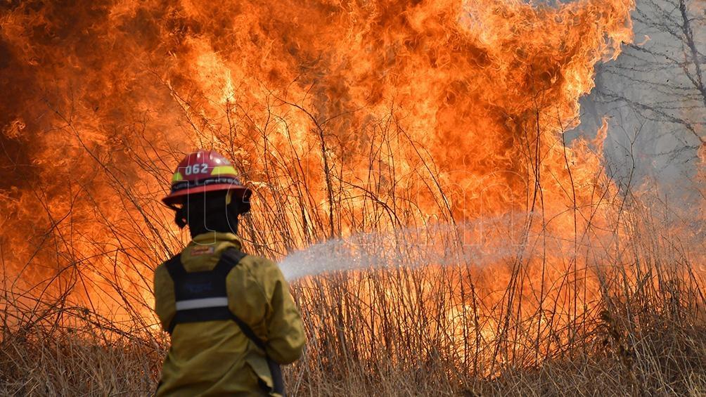 El único foco de incendio que queda activo es en las serranías de La Cumbre