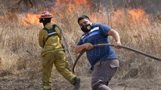 Contienen los incendios en Córdoba aunque continúa el trabajo de los bomberos