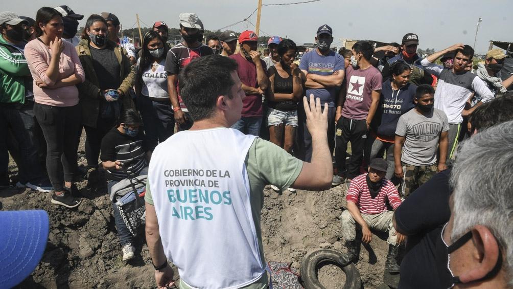 """Larroque: """"Nosotros continuamos en la carpa interministerial montada en Guernica, y ya se acercaron 235 familias que estamos asistiendo""""."""