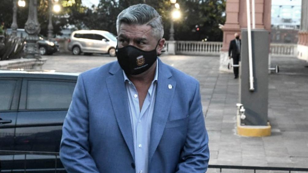 """El denunciante pidió investigar a la AFA y a Tapia por """"posible comisión de los delitos contra la salud pública y sedición""""."""