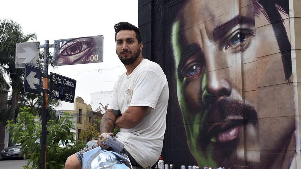 """El artista callejero santafesino """"Cobre"""" o """"Niño de Cobre"""", de 33 años, firmó en sede judicial un acuerdo de suspensión de juicio a prueba."""