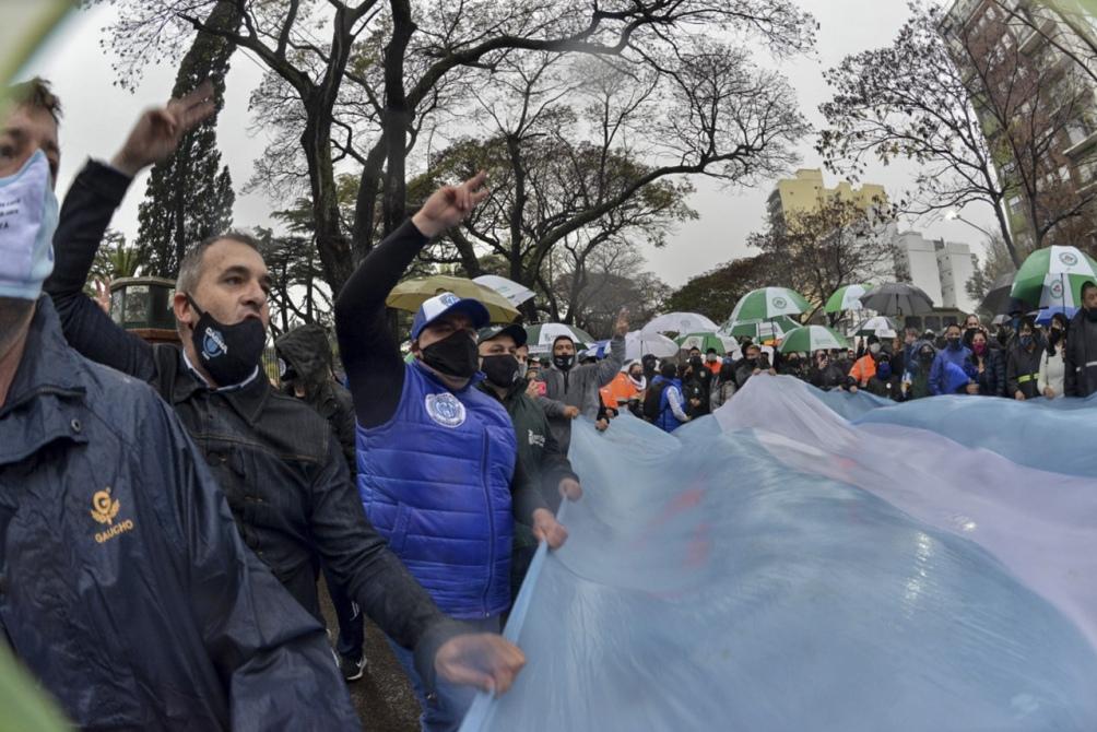 Los trabajadores cantaron el himno nacional y luego finalizaron la actividad entonando la marcha peronista.