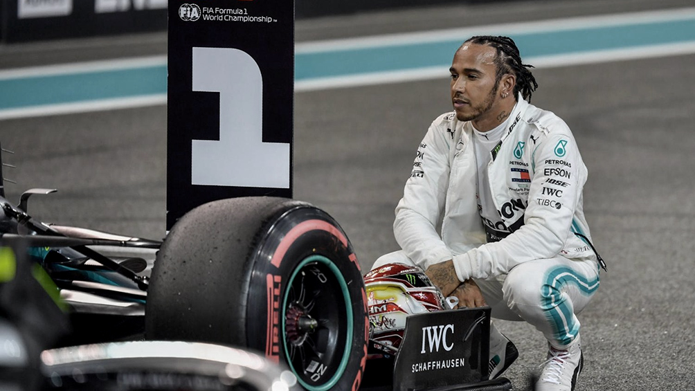 Lewis Hamilton denuncia una