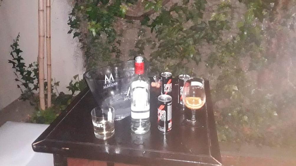 Los peritos registraron las bebidas que se estaban consumiendo durante la fiesta.