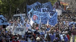 Organizaciones de izquierda marchan a la Gobernación en apoyo a los ocupantes de tierras